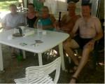 photo Les Joyeux lurons bretons sont heureux au camping de la base de loisirs