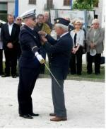 photo Mr Cuicci remettant la médaille au récipiendaire.